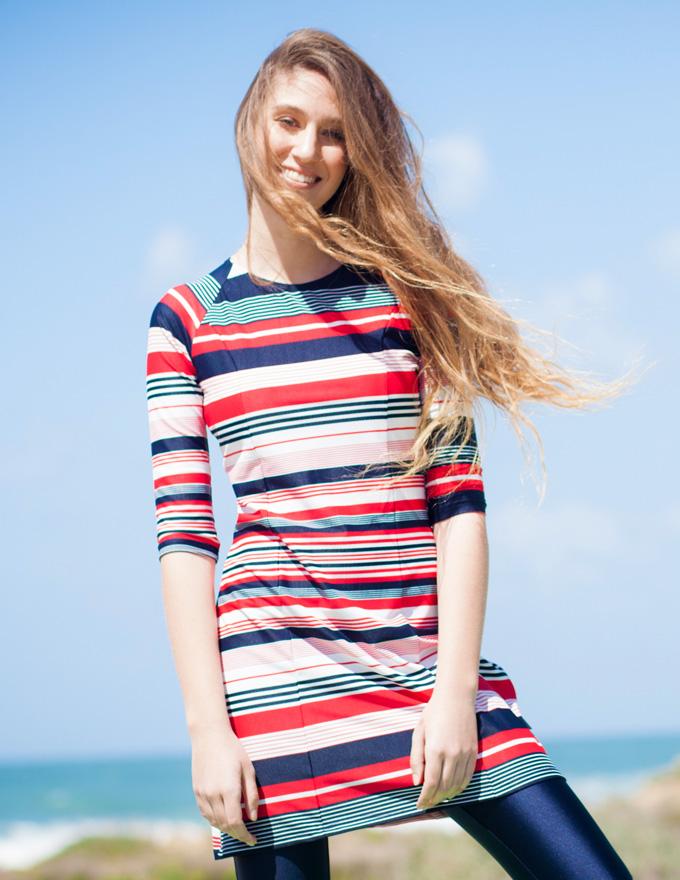 בגדי ים צנועים בהדפס כחול אדום לבן